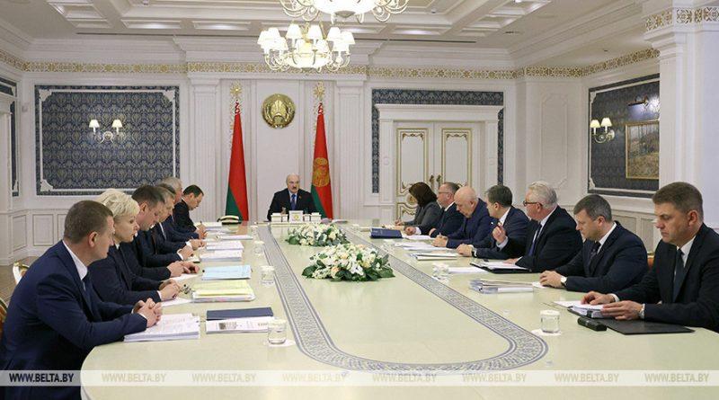 Поддержка многодетных, пенсионная система и строительство жилья. Лукашенко собрал совещание с руководством Совмина